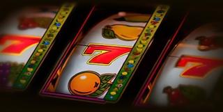 SLOTSBY - сайт с бесплатными слотами приглашает на вечеринку в игровом автомате Fruit Cocktail